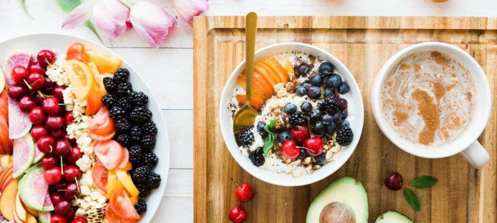Tafel met gezond ontbijt
