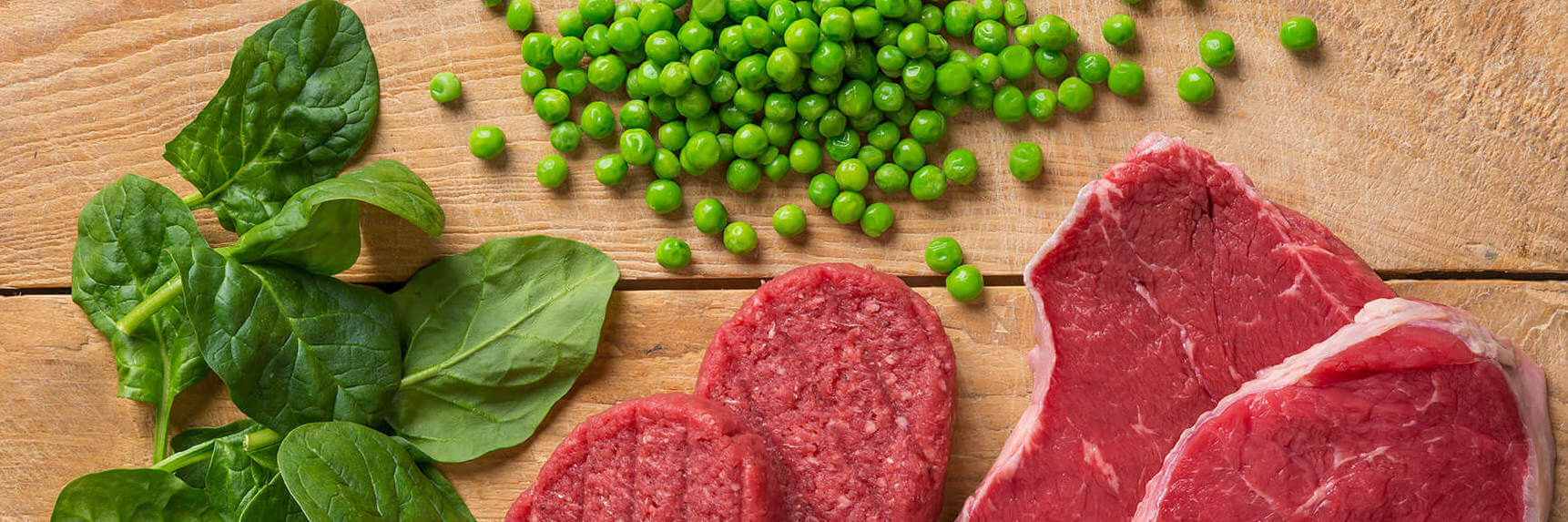 Doperwtjes, spinazie, biefstuk en hamburgers